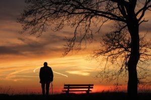 夕暮れと孤独な人